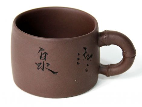 Yixing-Tasse mit Gravur